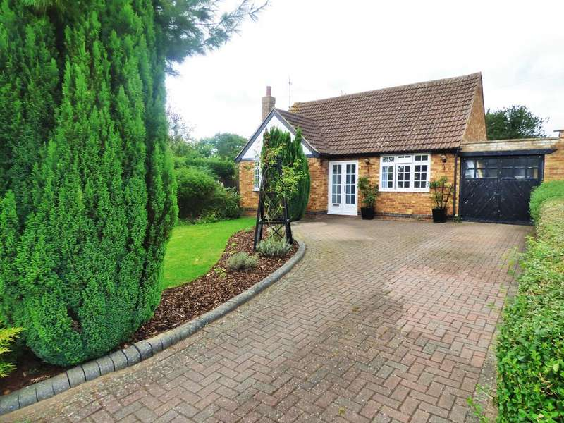 2 Bedrooms Detached Bungalow for sale in High View, Wootton, Northampton NN4
