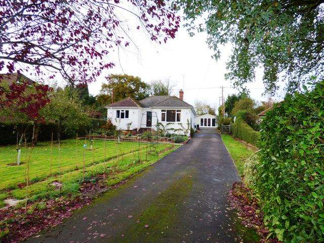 3 Bedrooms Detached Bungalow for sale in CATTLE LANE, ABBOTTS ANN, ANDOVER SP11