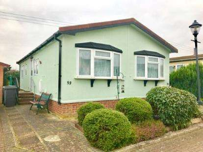 2 Bedrooms Mobile Home for sale in Clifton Park, New Road, Clifton, Shefford
