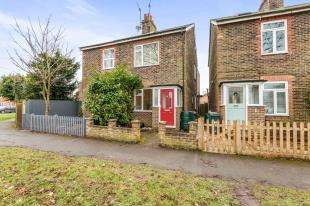 2 Bedrooms Semi Detached House for sale in Maple Road, Redhill, Surrey