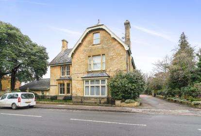 2 Bedrooms Flat for sale in Mickleton House, High Street, Mickleton, Gloucestershire