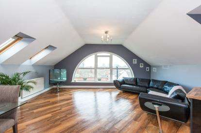2 Bedrooms Flat for sale in Queens Court, Wardley Street, Orell, Wigan, WN5