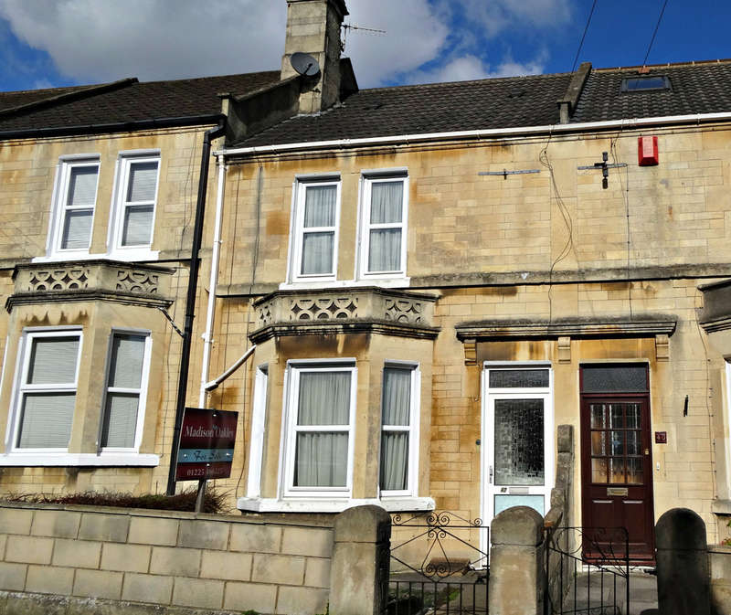 3 Bedrooms Terraced House for sale in Lyndhurst Road, Oldfield Park, Bath