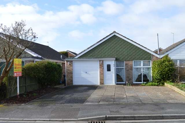 2 Bedrooms Bungalow for sale in Falcon Crescent, Worle, Weston-super-Mare