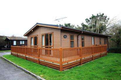 2 Bedrooms Mobile Home for sale in Shorefield Country Park, Downton, Hampshire
