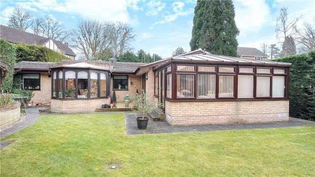 4 Bedrooms Detached Bungalow for sale in Stonehill Road, Headley Down