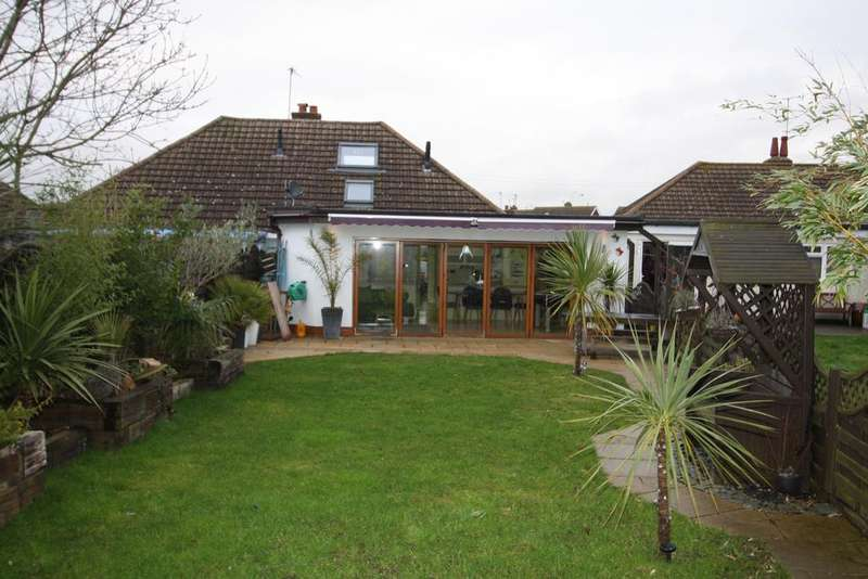 3 Bedrooms Semi Detached Bungalow for sale in Farmlands Avenue, Polegate BN26