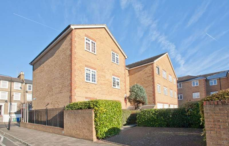 1 Bedroom Ground Flat for sale in Gables Close, London, SE5