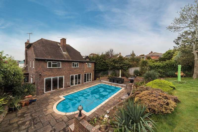4 Bedrooms Detached House for sale in Hill Drive, Hove, BN3