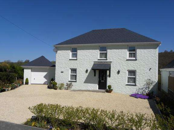 3 Bedrooms Detached House for sale in Llanybydder, SA40