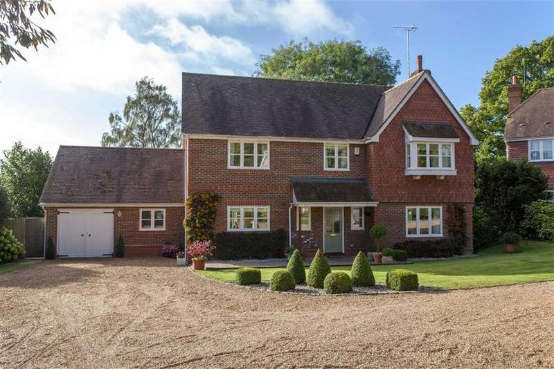 5 Bedrooms Detached House for sale in Skarries View, Tokers Green, Reading