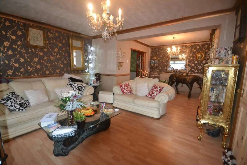 4 Bedrooms Semi Detached House for sale in Warwick Road, Redcar TS10