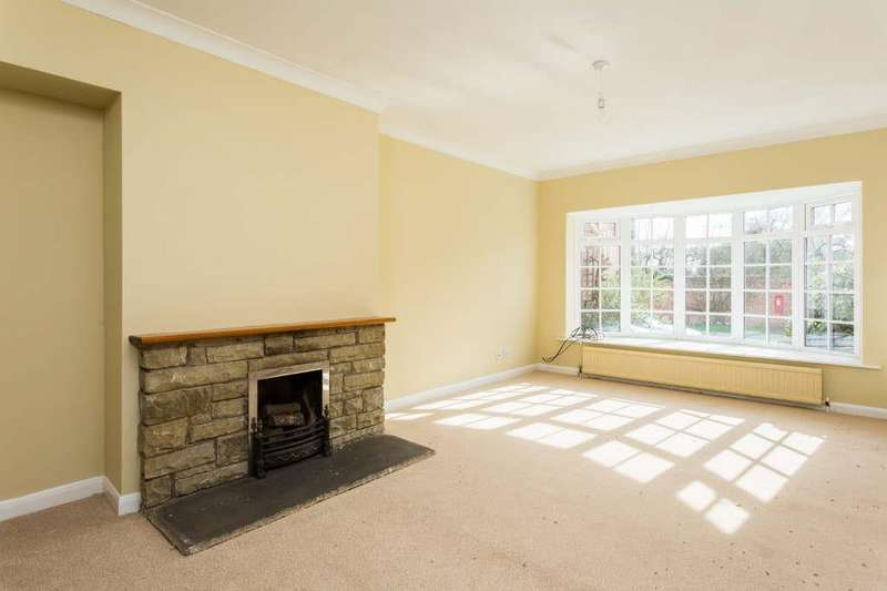 4 Bedrooms Cottage House for sale in Main Street, Sutton On The Forest, York