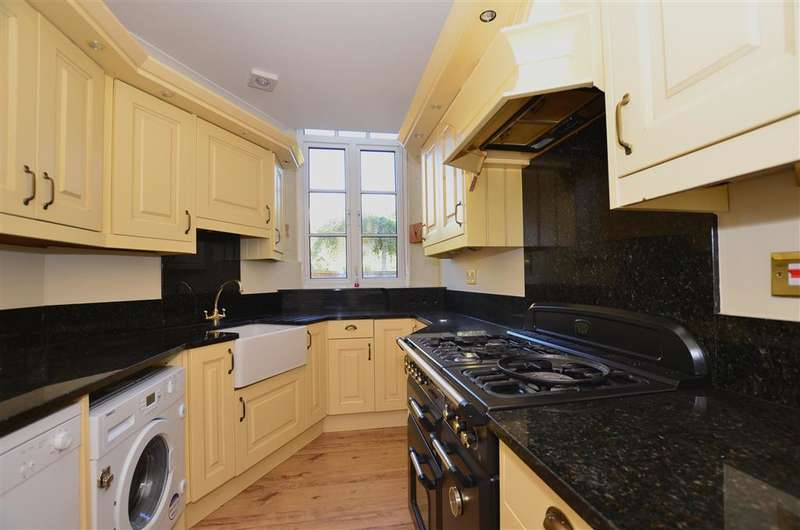 2 Bedrooms End Of Terrace House for sale in Lower Road, Teynham, Sittingbourne, Kent