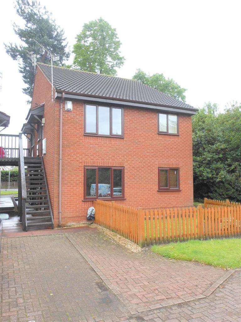 1 Bedroom Apartment Flat for sale in Firbeck Gardens, Crewe