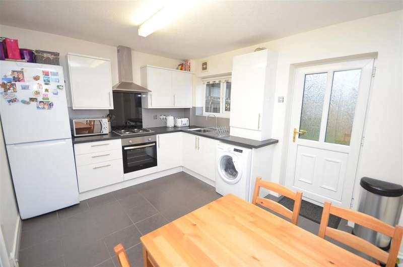 2 Bedrooms Semi Detached House for sale in Crawford Road, Crawford