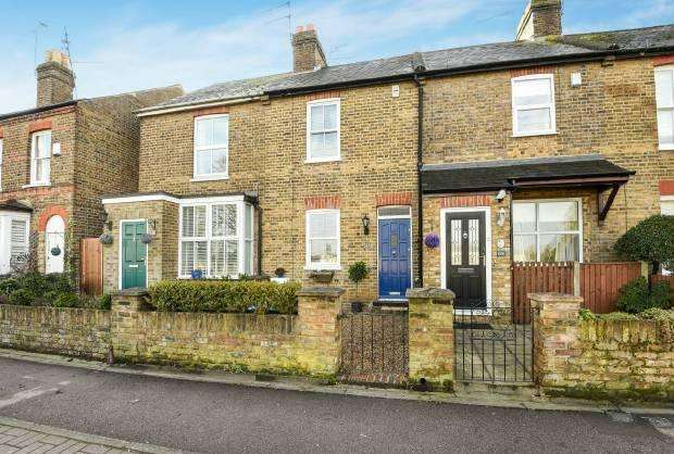 2 Bedrooms Terraced House for sale in Maidenhead Road Windsor