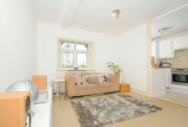 1 Bedroom Flat for sale in Priory Way, Datchet