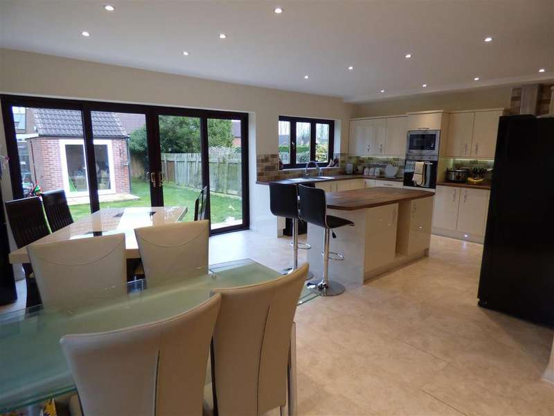 4 Bedrooms Detached Bungalow for sale in 19 Lichfield Close, Beverley, East Yorkshire, HU17 8Px
