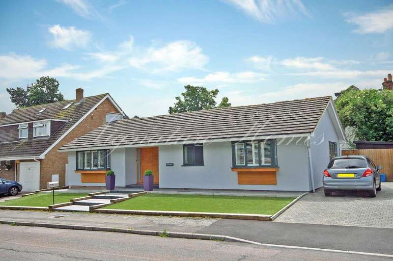 3 Bedrooms Bungalow for sale in Bowlers Mead, Buntingford