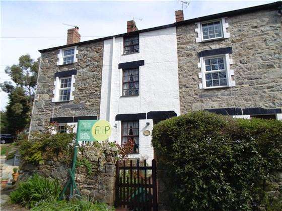 3 Bedrooms Cottage House for sale in 2 Bron Drew, Dwygyfylchi, LL34 6TE