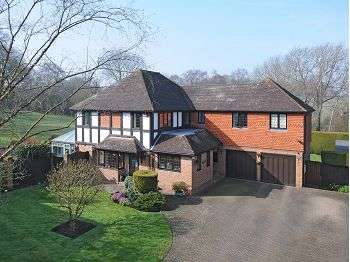 5 Bedrooms Detached House for sale in Lambardes Close, Pratts Bottom, Kent, BR6 7QB