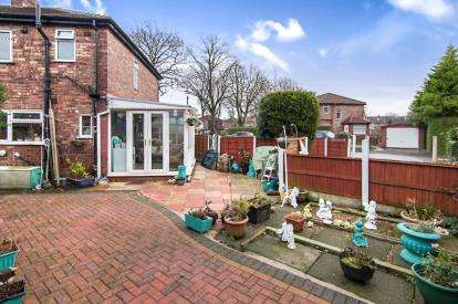 3 Bedrooms Semi Detached House for sale in Sunningdale Road, Urmston, Manchester, Greater Manchester