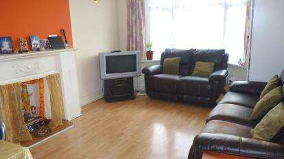 3 Bedrooms Flat for sale in Colin Parade, Colindale, London