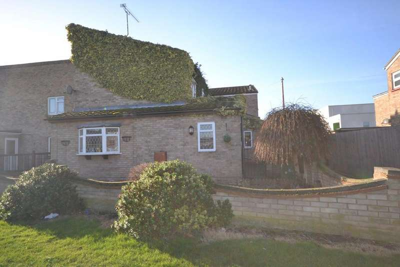 3 Bedrooms Terraced House for sale in Oxwich Close, Corringham, Stanford-le-Hope, SS17