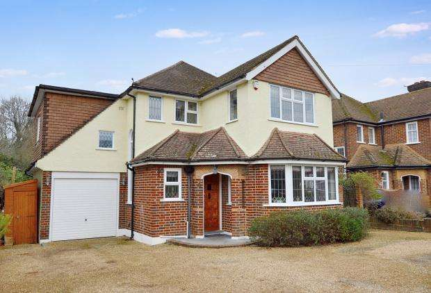 4 Bedrooms Detached House for sale in Broadhurst, Ashtead, KT21