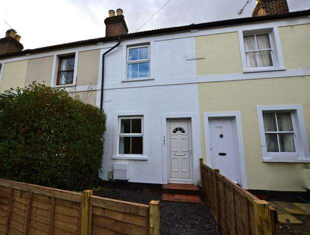 3 Bedrooms Terraced House for sale in Kingston Road, Leatherhead, KT22