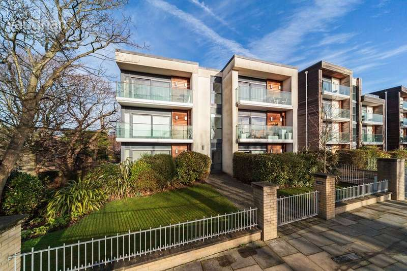 2 Bedrooms Apartment Flat for sale in The Upper Drive, Hove, BN3