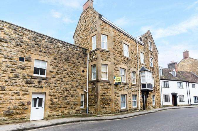 2 Bedrooms Flat for sale in Bainton House, South Street, Sherborne