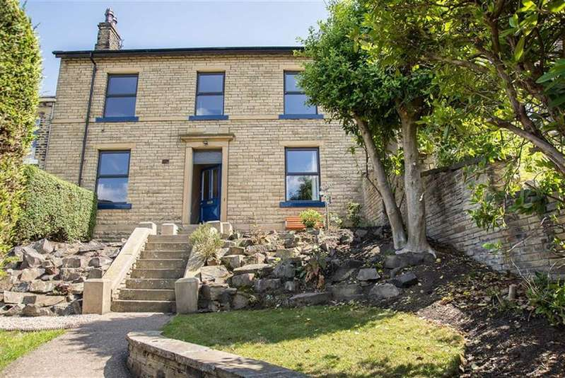 4 Bedrooms Detached House for sale in Lower Newlands, Off Lords Lane, Brighouse, HD6