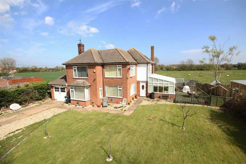 3 Bedrooms Detached House for sale in Cornfields, Mumby Road, Huttoft