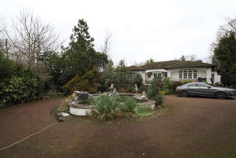 4 Bedrooms Detached Bungalow for sale in Camlet Way, Hadley Wood, Herts, EN4