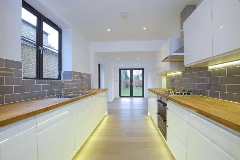 4 Bedrooms End Of Terrace House for sale in Gladiator Street,