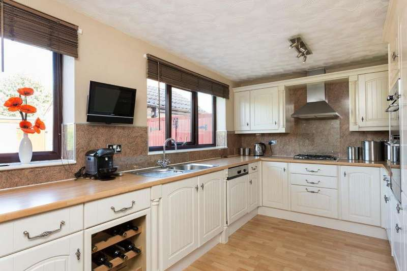 4 Bedrooms Detached House for sale in Chiltern Way, Huntington, York