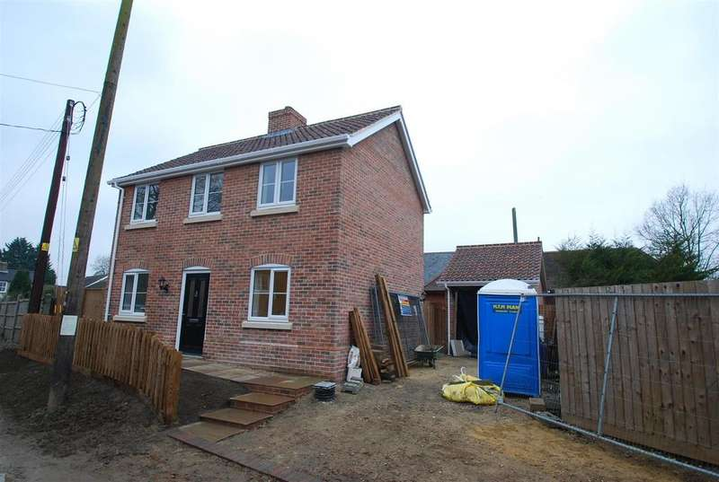 3 Bedrooms Detached House for sale in Elmswell