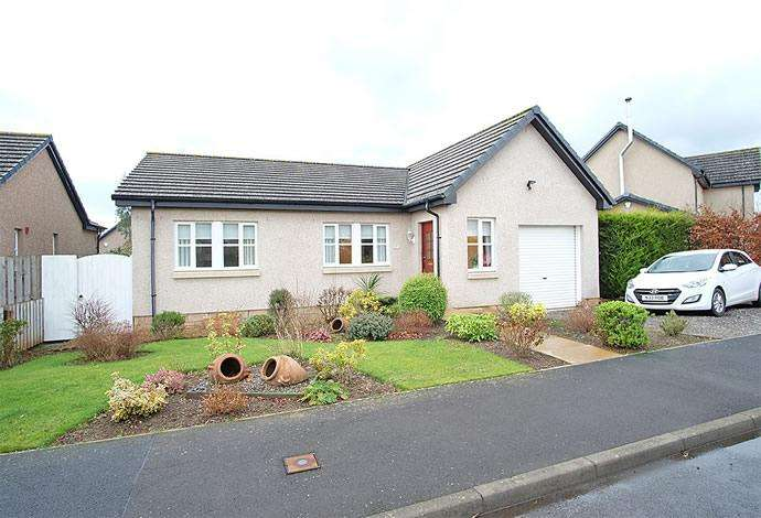 3 Bedrooms Bungalow for sale in 12 Brunton Park Bowden, Melrose, TD6 0SZ