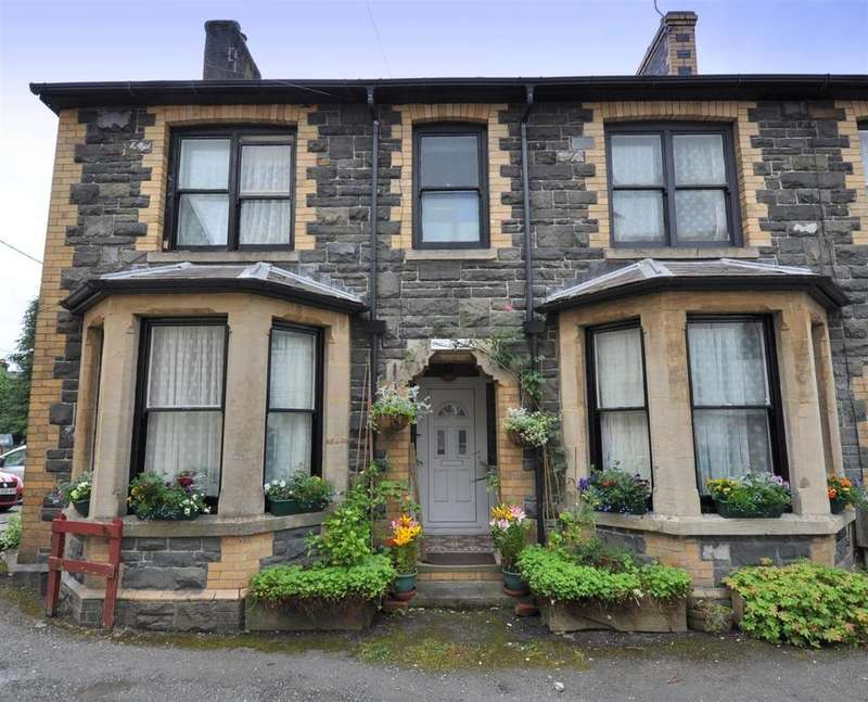 4 Bedrooms Semi Detached House for sale in West Street, Rhayader