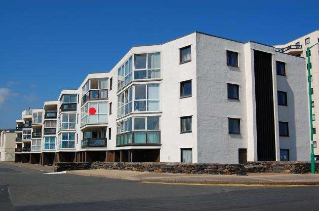2 Bedrooms Apartment Flat for sale in Queens Court, Ramsey, IM8 1LG