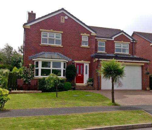 5 Bedrooms House for sale in Abbots Way, Ballasalla, IM9 3EQ