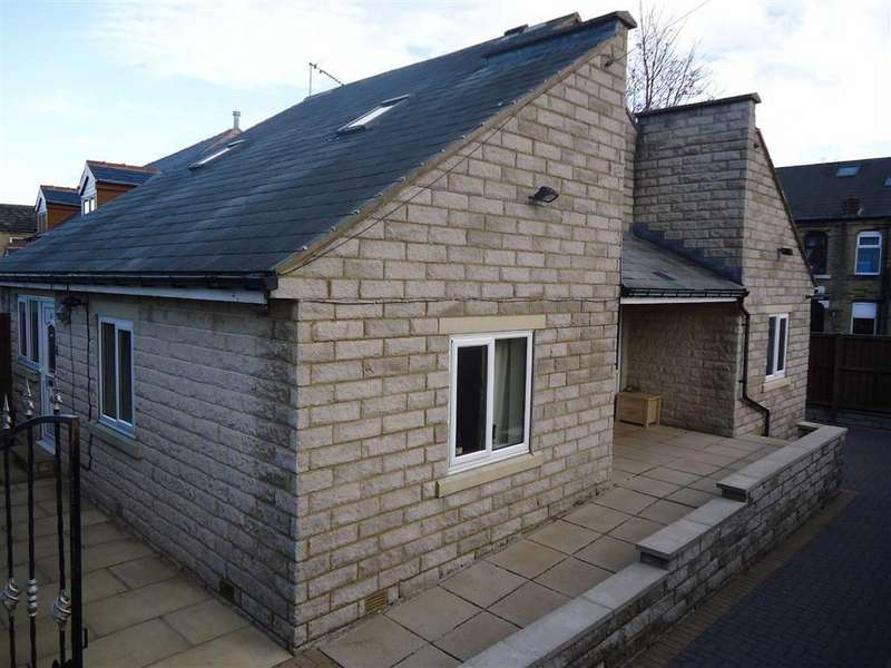 4 Bedrooms Detached House for sale in Fifth Street, Bradford, West Yorkshire, BD12