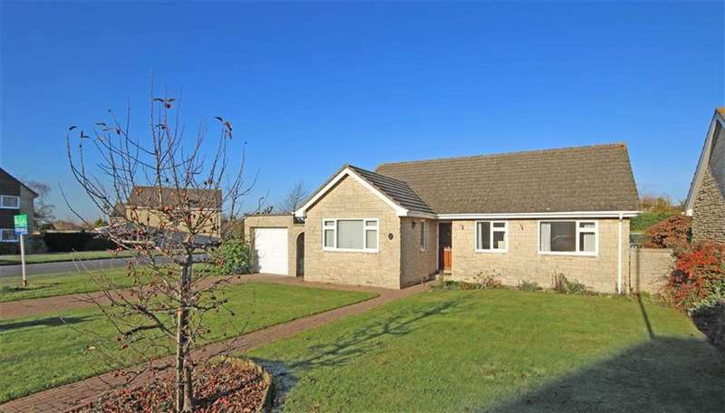 3 Bedrooms Detached Bungalow for sale in Coombe Meade, Woodmancote, Cheltenham, GL52