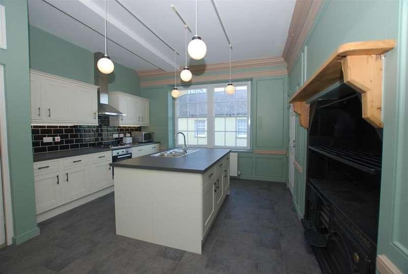 2 Bedrooms Ground Flat for sale in Market Place, Bideford