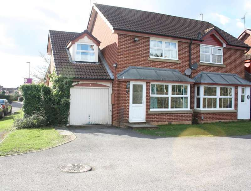 3 Bedrooms Semi Detached House for sale in Blanchard Close, Woodley, Reading, RG5