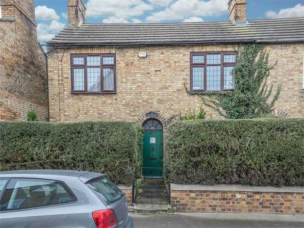 3 Bedrooms Semi Detached House for sale in Bentley Street, Stamford, Lincolnshire