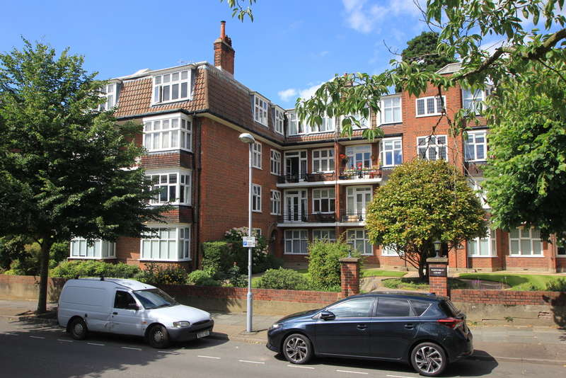 2 Bedrooms Flat for sale in Catherine Road, Surbiton