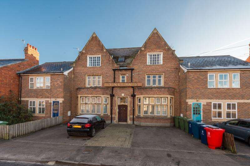 2 Bedrooms Apartment Flat for sale in Prince of Wales House, 6A Charles Street, Oxford, Oxfordshire